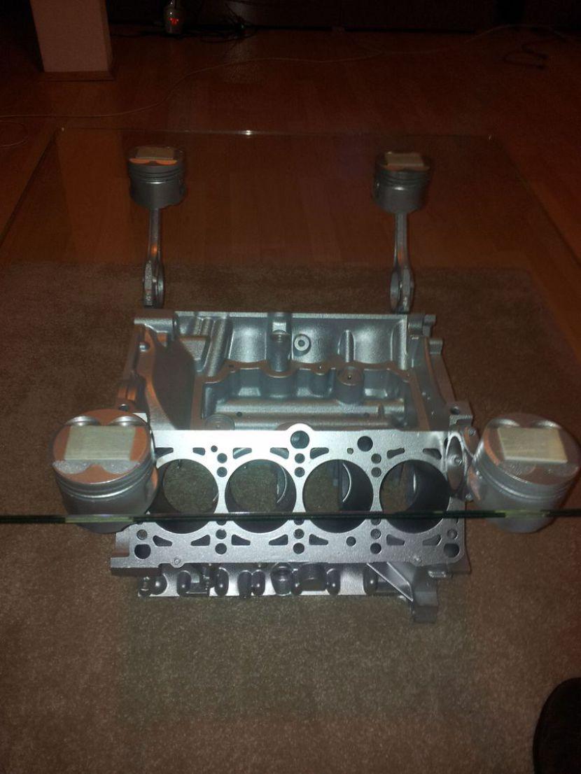 Kundenfoto V8 Motortisch